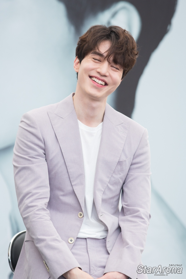 Lee Dong Wook is all smiles at his Fan Meeting in ...